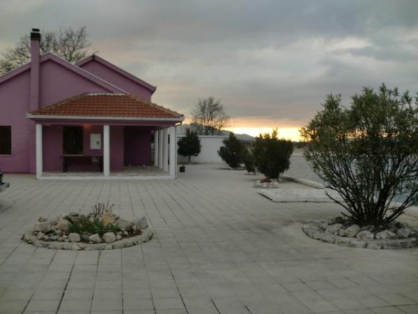 izdaje se, kuća u najam, Dubrovnik, Trebinje, kuća, bazen, smještaj, nekretnina