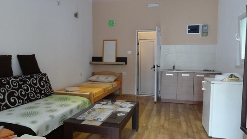 turistički smještaj, stan na dan, izdaje se stan, najam, apartman Trebinje, 5 osoba, privatni smještaj