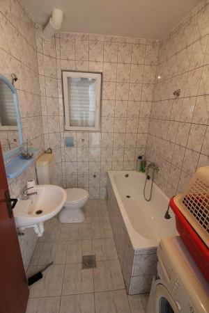 na prodaju, kuća na Ivanici, 2 stana