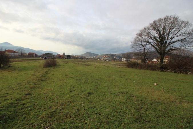 Trebinje, predgrađe, veliko zemljište, pored puta
