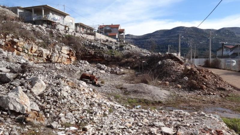 prodaja, nekretnine Trebinje, Građevinski plac, Trebinje - Dubrovnik, na udaljenosti od 3.5km od Trebinja, građevinski projekat, građevinska dozvola. Infrastruktura